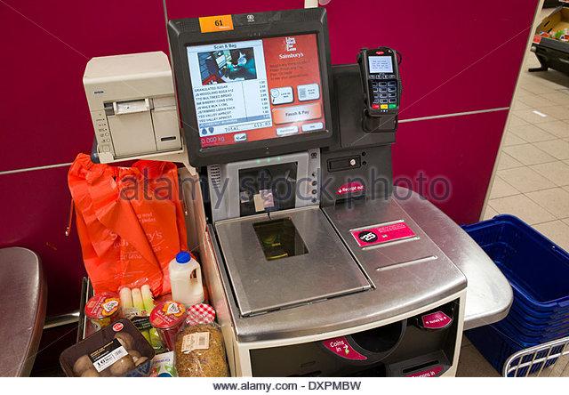 self-checkout-machine-in-sainsburys-supermarket-england-uk-dxpmbw